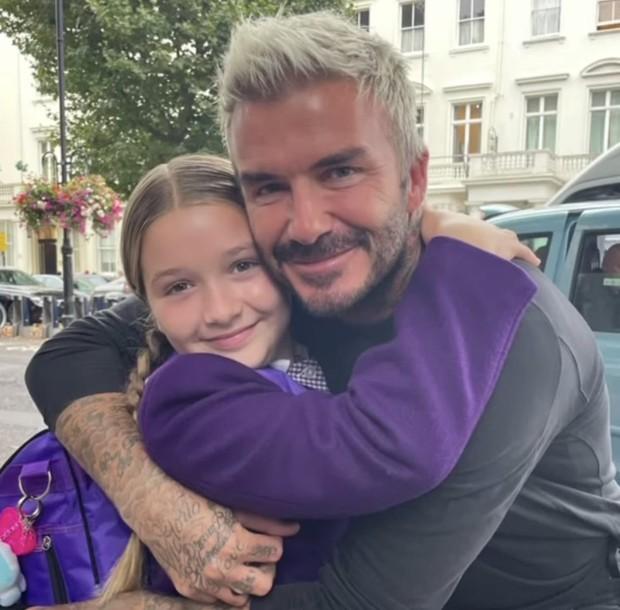 Mới 10 tuổi, ái nữ nhà David Beckham đã là khách VIP của tiệm nail và spa làm đẹp, nhưng netizen bỗng tranh cãi nảy lửa? - Ảnh 11.