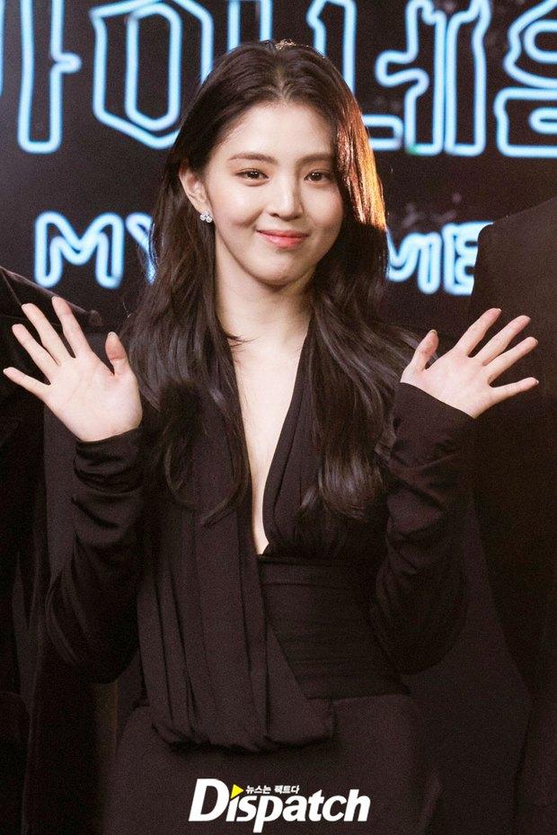 Ngất lịm vì tiểu tam Han So Hee diện váy xẻ sâu hoắm lộ vòng 1 căng tràn, khoảnh khắc suýt hớ hênh khiến netizen thót tim - Ảnh 3.