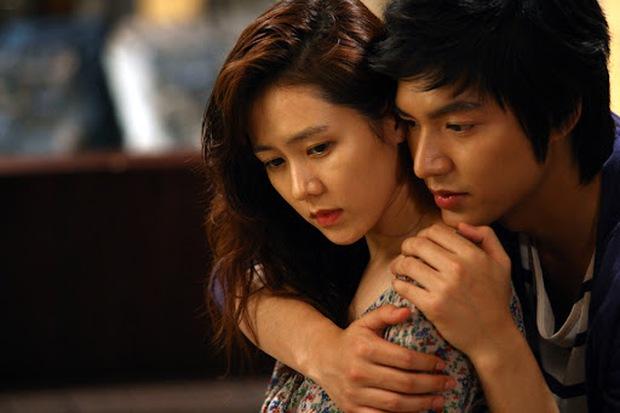 Hyun Bin từng bị soi bàn tay hư ở cảnh ôm Son Ye Jin, tình cảm lộ liễu quá đấy anh chị ơi! - Ảnh 6.