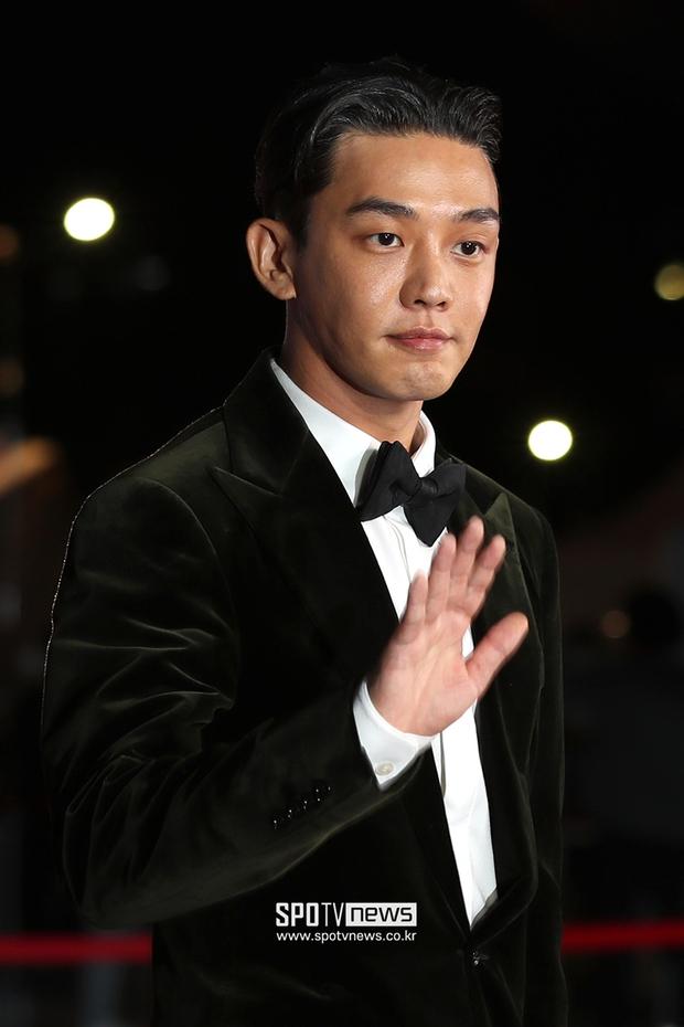Siêu thảm đỏ LHP Busan: Song Joong Ki đụng độ bạn thân Song Hye Kyo, Han So Hee sexy vẫn bị chị đại U45 lộng lẫy giành spotlight - Ảnh 5.