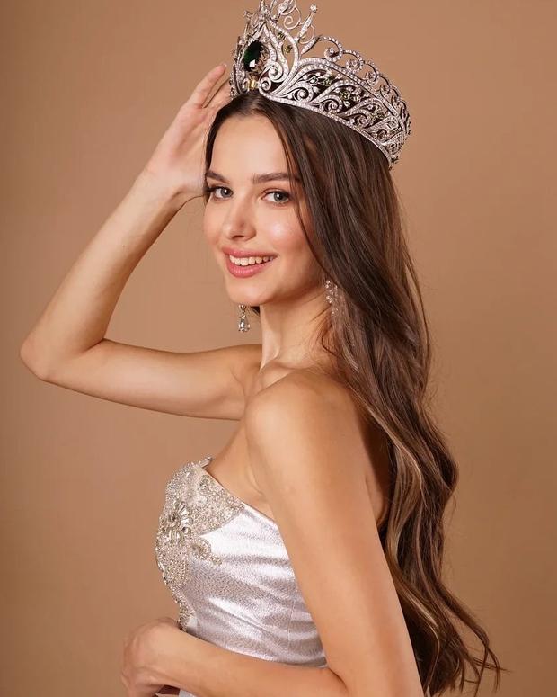 Lâu lắm thế giới mới có Hoa hậu đăng quang đẹp nhường này: Xinh như thiên thần trong cổ tích, nhan sắc đời thường gây choáng - Ảnh 6.