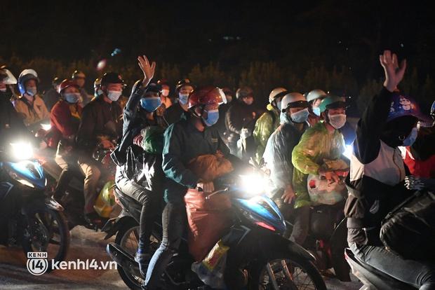 Xót xa cảnh những đứa trẻ theo cha mẹ trên xe máy vượt hàng ngàn km từ miền Nam trở về các tỉnh vùng núi phía Bắc - Ảnh 13.