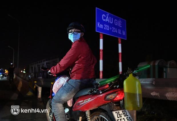 Xót xa cảnh những đứa trẻ theo cha mẹ trên xe máy vượt hàng ngàn km từ miền Nam trở về các tỉnh vùng núi phía Bắc - Ảnh 14.