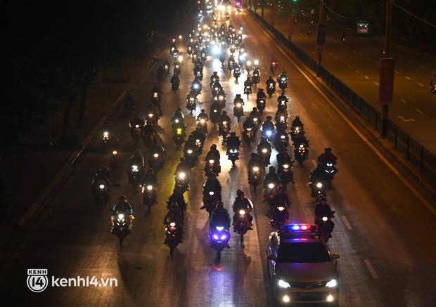 Xót xa cảnh những đứa trẻ theo cha mẹ trên xe máy vượt hàng ngàn km từ miền Nam trở về các tỉnh vùng núi phía Bắc - Ảnh 20.