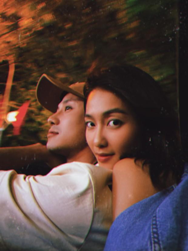 Thanh Sơn - Khả Ngân xả vai rồi nhưng vẫn nắm tay, hôn má cực ngọt như tình nhân, phim giả yêu thật hay sao đây! - Ảnh 6.