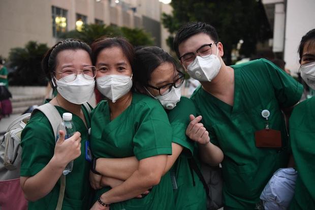 Trước ngày 15/10, lực lượng y tế hỗ trợ chống dịch sẽ rút khỏi TP.HCM - Ảnh 1.