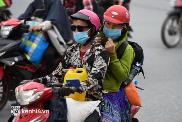 Xót xa cảnh những đứa trẻ theo cha mẹ trên xe máy vượt hàng ngàn km từ miền Nam trở về các tỉnh vùng núi phía Bắc - Ảnh 5.