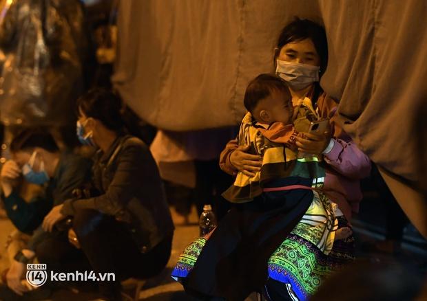 Xót xa cảnh những đứa trẻ theo cha mẹ trên xe máy vượt hàng ngàn km từ miền Nam trở về các tỉnh vùng núi phía Bắc - Ảnh 8.