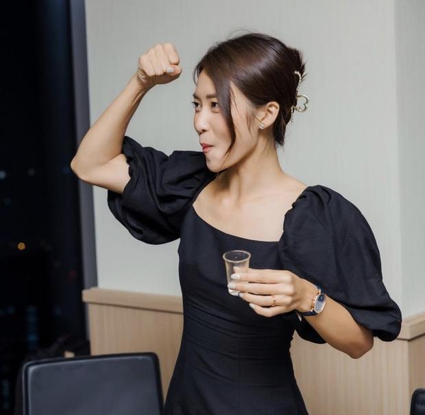 Thanh Sơn - Khả Ngân xả vai rồi nhưng vẫn nắm tay, hôn má cực ngọt như tình nhân, phim giả yêu thật hay sao đây! - Ảnh 5.