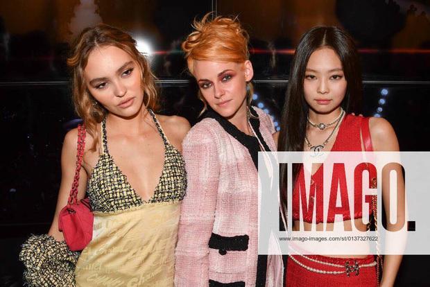 Sự kiện dìm sạch 3 nàng thơ Chanel chung khung hình, hậu trường hàng thật mới thấy Jennie lấn lướt Kristen Stewart thế nào - Ảnh 3.
