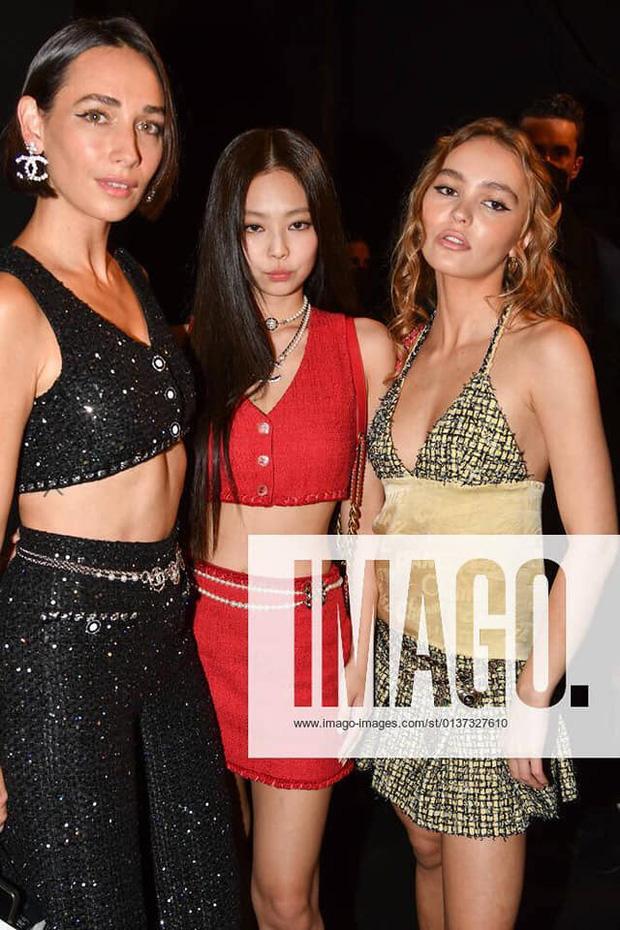 Sự kiện dìm sạch 3 nàng thơ Chanel chung khung hình, hậu trường hàng thật mới thấy Jennie lấn lướt Kristen Stewart thế nào - Ảnh 4.