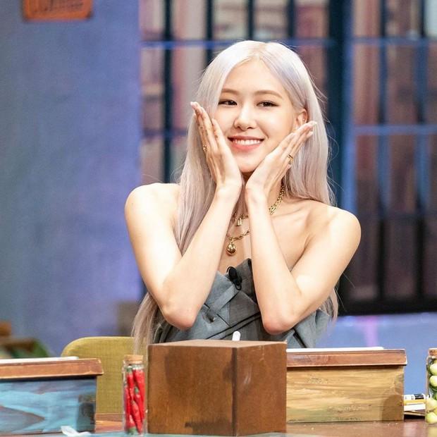 Lisa thực sự bị YG đối xử bất công, cứ nhìn lại lịch trình quảng bá solo ngắn ngủi lại không được đi show như Rosé là thấy! - Ảnh 9.