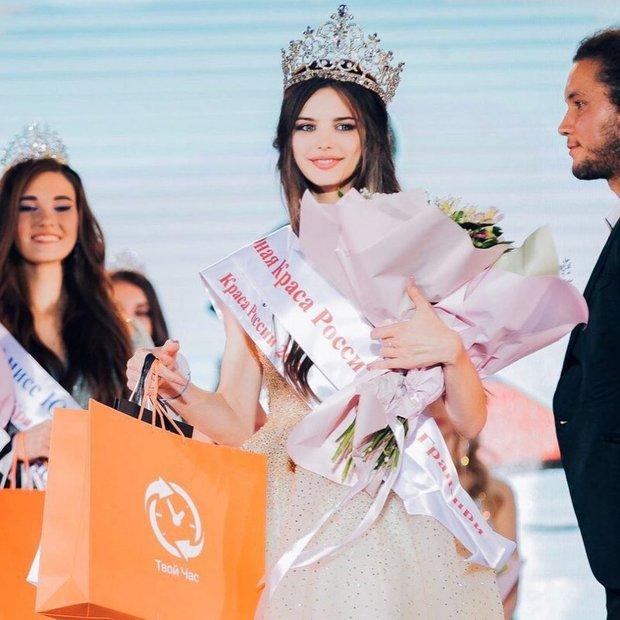 Lâu lắm thế giới mới có Hoa hậu đăng quang đẹp nhường này: Xinh như thiên thần trong cổ tích, nhan sắc đời thường gây choáng - Ảnh 2.