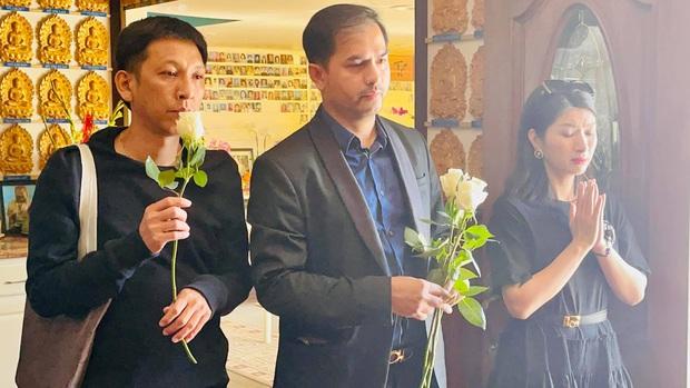 Con gái Phi Nhung lộ diện xanh xao, đôi mắt sưng húp vẫn cố túc trực lo chu toàn tang lễ cho mẹ tại Mỹ - Ảnh 5.