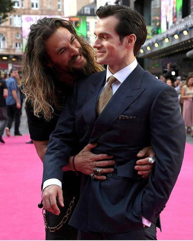 40 nghìn người đang phát sốt vì màn Aquaman săn Superman trên thảm đỏ, ai dè visual như tượng của Henry mới làm chị em rụng rời - Ảnh 6.