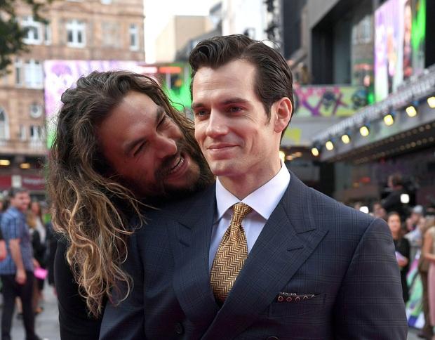 40 nghìn người đang phát sốt vì màn Aquaman săn Superman trên thảm đỏ, ai dè visual như tượng của Henry mới làm chị em rụng rời - Ảnh 7.