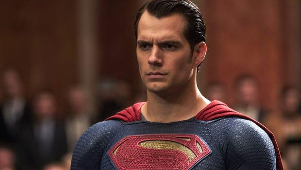 40 nghìn người đang phát sốt vì màn Aquaman săn Superman trên thảm đỏ, ai dè visual như tượng của Henry mới làm chị em rụng rời - Ảnh 10.