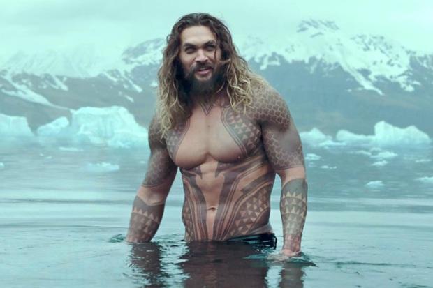 40 nghìn người đang phát sốt vì màn Aquaman săn Superman trên thảm đỏ, ai dè visual như tượng của Henry mới làm chị em rụng rời - Ảnh 11.