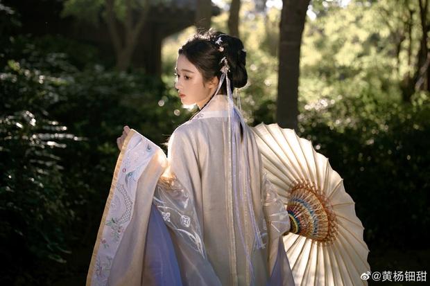 Weibo sốt xình xịch với visual tiểu mỹ nhân đóng cùng Triệu Lệ Dĩnh, mới 14 tuổi nhưng nhan sắc đã đẹp tựa tiên tử - Ảnh 9.