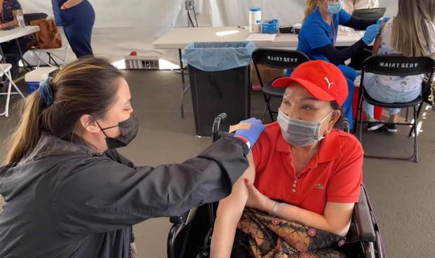Chuyện hi hữu: Một nữ nghệ sĩ Việt tiết lộ đã tiêm tới 4 mũi vaccine vì... không nhớ - Ảnh 2.