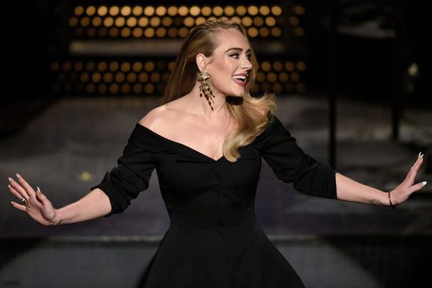 Adele sau 6 năm ở ẩn: Chấn động thế giới với màn giảm 45kg hậu ly hôn, vừa lột xác là có luôn bạn trai máu mặt giới thể thao - Ảnh 15.