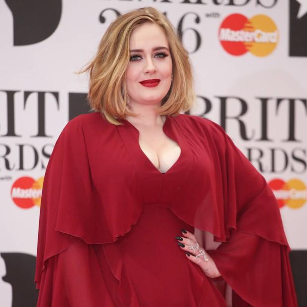 Adele sau 6 năm ở ẩn: Chấn động thế giới với màn giảm 45kg hậu ly hôn, vừa lột xác là có luôn bạn trai máu mặt giới thể thao - Ảnh 10.