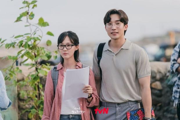 5 cặp đôi cưng muốn xỉu của Hometown Cha-Cha-Cha: Kim Seon Ho - Shin Min Ah chưa bằng trùm cuối - Ảnh 4.
