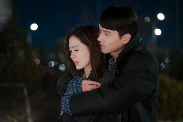 Hyun Bin từng bị soi bàn tay hư ở cảnh ôm Son Ye Jin, tình cảm lộ liễu quá đấy anh chị ơi! - Ảnh 2.