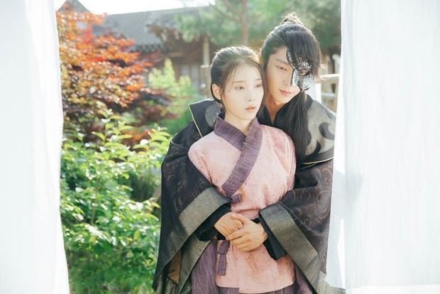 Hyun Bin từng bị soi bàn tay hư ở cảnh ôm Son Ye Jin, tình cảm lộ liễu quá đấy anh chị ơi! - Ảnh 5.