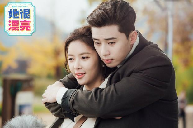 Hyun Bin từng bị soi bàn tay hư ở cảnh ôm Son Ye Jin, tình cảm lộ liễu quá đấy anh chị ơi! - Ảnh 7.