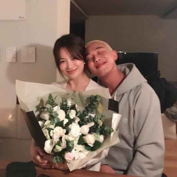 Màn đụng độ khó nói nhất LHP Busan: Song Joong Ki hack tuổi thần sầu, visual trái ngược hoàn toàn so với bạn thân cũ Yoo Ah In - Ảnh 15.