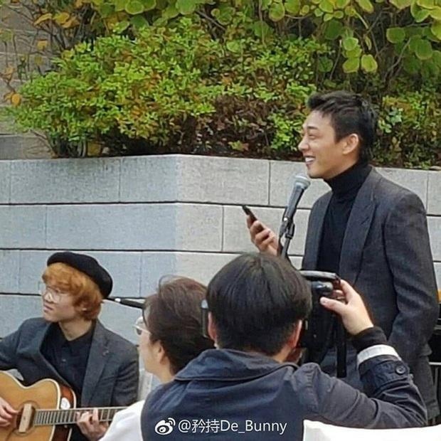 Màn đụng độ khó nói nhất LHP Busan: Song Joong Ki hack tuổi thần sầu, visual trái ngược hoàn toàn so với bạn thân cũ Yoo Ah In - Ảnh 14.
