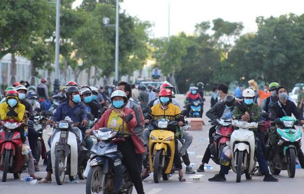 Gặp tai nạn khi chạy xe máy từ miền Nam về quê Sơn La tránh dịch, chồng tử vong, vợ bị thương nặng - Ảnh 1.