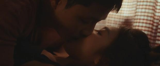 Khả Ngân - Thanh Sơn ôm hôn đắm đuối, suýt có cả cảnh 18+ nhưng lại bị phá đám ở 11 Tháng 5 Ngày - Ảnh 2.