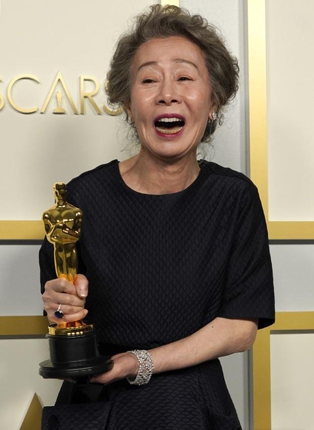 Ngỡ ngàng nhan sắc bà ngoại quốc dân màn ảnh Hàn thuở mới vào nghề: Visual đỉnh cao đúng gu thời đó, bảo sao nhận toàn vai xịn - Ảnh 1.