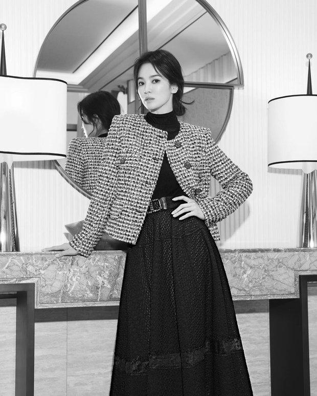 Song Joong Ki vừa liếc mắt đưa tình với bạn gái tin đồn, Song Hye Kyo liền có luôn động thái: Là cố ý hay trùng hợp đây? - Ảnh 6.