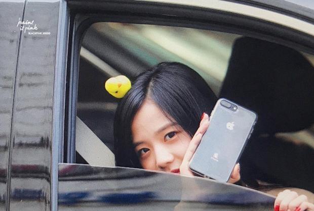 Jisoo là thành viên đầu tiên của BLACKPINK sở hữu iPhone 13, là màu hồng hay màu xanh mới? - Ảnh 2.