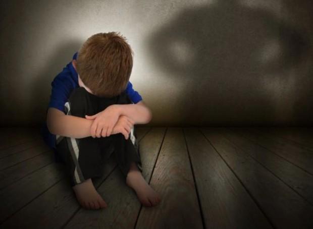 Con trai 3 tuổi mãi không biết nói bất ngờ mở miệng la một câu mà cả nhà chết lặng, sợ hãi chuyển nhà đi ngay lập tức - Ảnh 2.