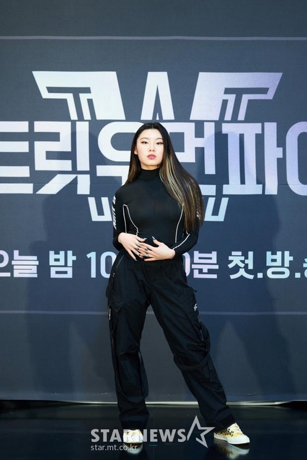 Profile nữ dancer tuổi trẻ tài cao, hot nhất Kpop hiện tại: Là HLV của BLACKPINK, hợp tác với toàn sao lớn Big 3, nổi tiếng chẳng kém idol - Ảnh 2.