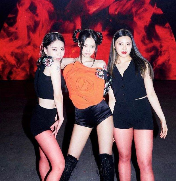 Profile nữ dancer tuổi trẻ tài cao, hot nhất Kpop hiện tại: Là HLV của BLACKPINK, hợp tác với toàn sao lớn Big 3, nổi tiếng chẳng kém idol - Ảnh 12.