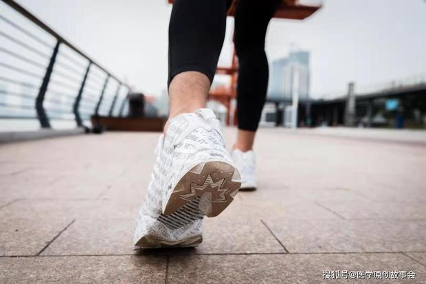 Người có tuổi thọ ngắn thường có 5 vấn đề khi đi bộ, hy vọng bạn không bị cái nào