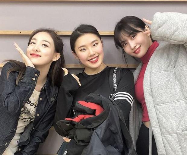 Profile nữ dancer tuổi trẻ tài cao, hot nhất Kpop hiện tại: Là HLV của BLACKPINK, hợp tác với toàn sao lớn Big 3, nổi tiếng chẳng kém idol - Ảnh 14.
