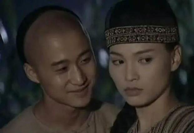 Quả báo cho mỹ nữ phụ tình Ngô Kinh chạy theo chồng giàu: Nghiệp diễn tan tành phải đi bán cá, U50 hết thời còn ế chỏng ế chơ - Ảnh 2.