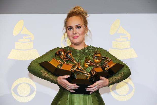 Vì sao chưa ra mắt mà album của Adele đã được dự đoán giật hết Grammy 2022, sức công phá đến Taylor Swift cũng phải tránh né? - Ảnh 4.
