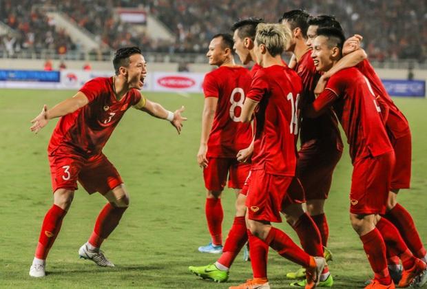 Trọn bộ cách xem trực tiếp trận Việt Nam gặp Trung Quốc đêm nay, từ tivi tới điện thoại đều đủ cả! - Ảnh 2.