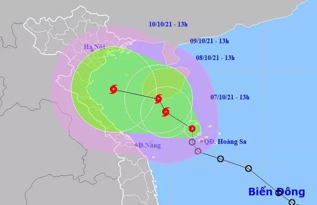 Áp thấp nhiệt đới mạnh lên thành bão giật cấp 12, hướng vào miền Trung - Ảnh 1.