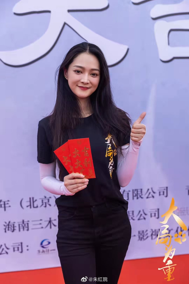Tình trẻ của Song Hye Kyo xứ Trung bị chê tơi tả vì tạo hình cổ trang xấu tệ, đến mỹ nhân phim Kim Dung cũng cứu không nổi - Ảnh 6.