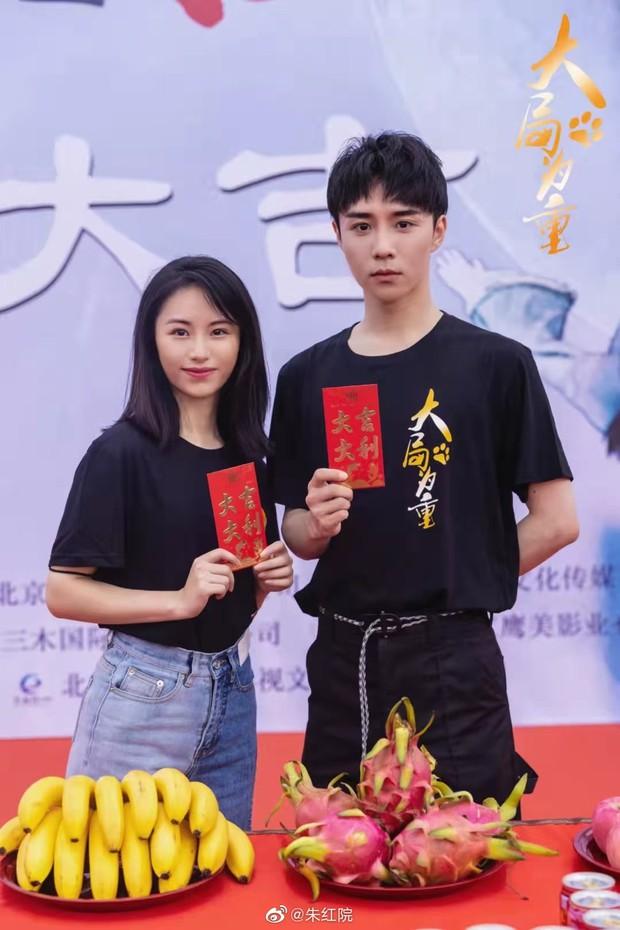 Tình trẻ của Song Hye Kyo xứ Trung bị chê tơi tả vì tạo hình cổ trang xấu tệ, đến mỹ nhân phim Kim Dung cũng cứu không nổi - Ảnh 9.