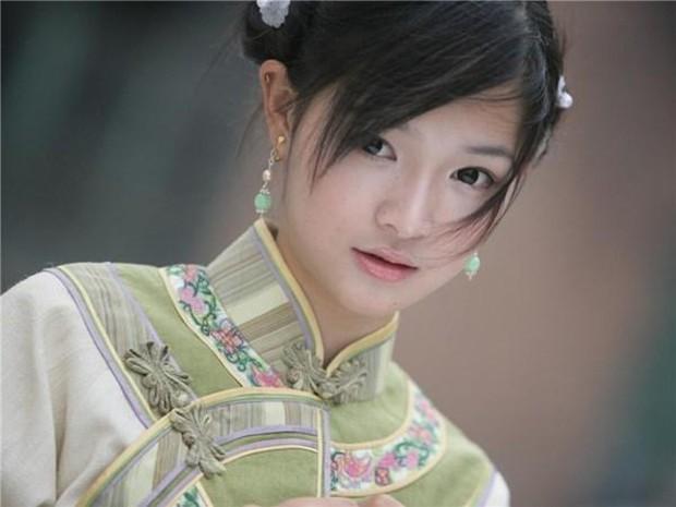 Tình trẻ của Song Hye Kyo xứ Trung bị chê tơi tả vì tạo hình cổ trang xấu tệ, đến mỹ nhân phim Kim Dung cũng cứu không nổi - Ảnh 7.