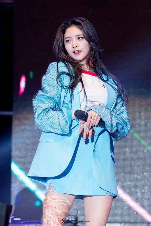 Diễn viên nhí bị bắt nạt trong MV trở thành idol xinh như búp bê sau 14 năm, từng bị netizen chỉ trích vì vô ơn với thành viên trong nhóm? - Ảnh 9.
